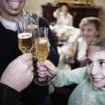 Los padres no deben permitir ni una gota de alcohol en los menores