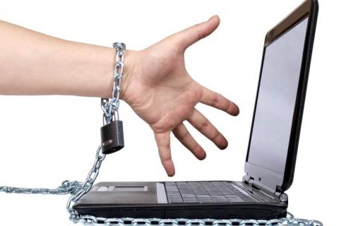 El 15,5% de los jóvenes madrileños duerme mal por su adicción a internet