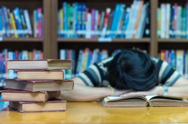 Los adolescentes necesitan dormir más y madrugar menos