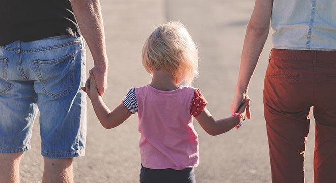 10 Mandamientos para ayudar a tu hijo a ser feliz